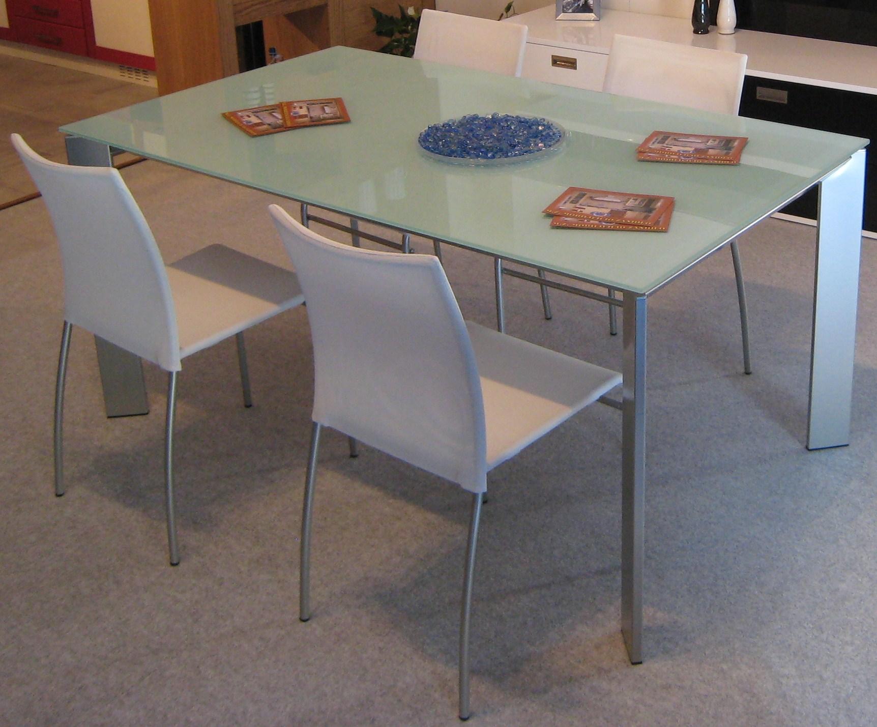 Glass tables i tavoli in vetro idea arredo - Tavolo ikea vetro ...